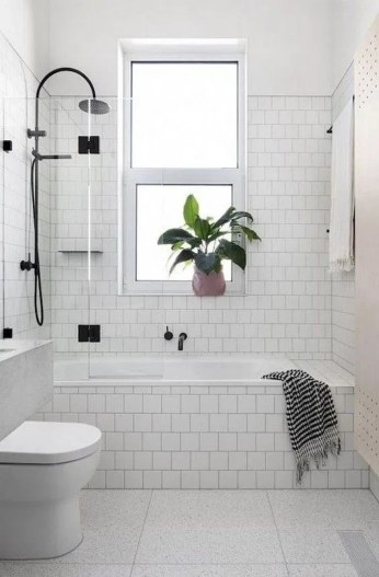 Minimalist Bathroom Bathtub Remodel Ideas48