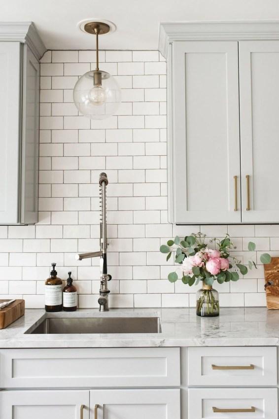 Stylish Farmhouse Kitchen Cabinet Design Ideas36