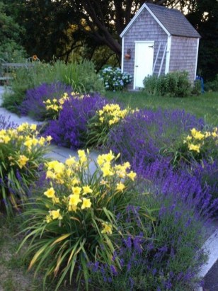 Astonishing Backyard Landscaping Ideas With Flower To Try07