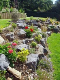 Astonishing Backyard Landscaping Ideas With Flower To Try32
