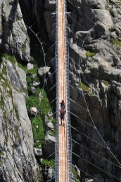 Extraordinary Bridges You Must Cross09