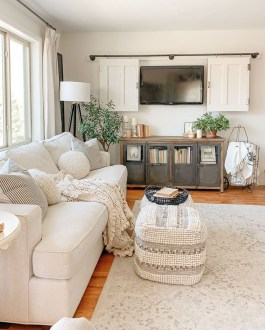 Warm Rustic Family Room Designs For The Winter25
