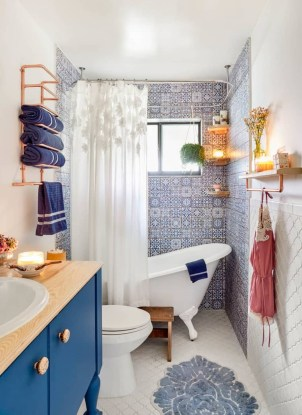 Amazing Small Apartment Bathroom Decoration You Can Try18