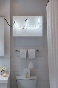 Amazing Small Apartment Bathroom Decoration You Can Try19