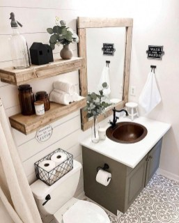 Amazing Small Apartment Bathroom Decoration You Can Try32