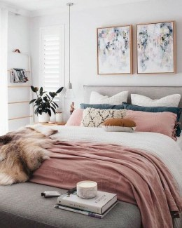 Amazing Small Apartment Bedroom Decoration Ideas22