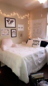 Amazing Small Apartment Bedroom Decoration Ideas23