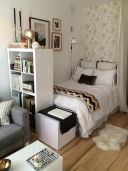 Amazing Small Apartment Bedroom Decoration Ideas27
