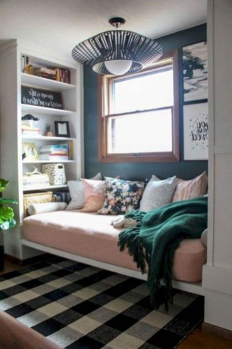Amazing Small Apartment Bedroom Decoration Ideas30