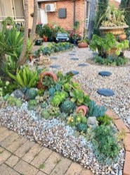 Beautiful Simple Front Yard Landscaping Design Ideas08