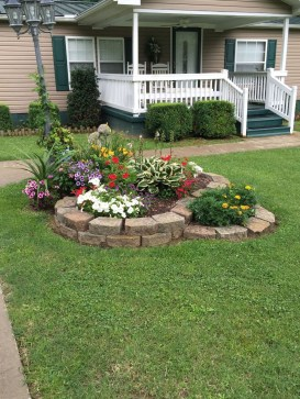 Beautiful Simple Front Yard Landscaping Design Ideas29