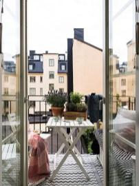 Elegant And Cozy Balcony Ideas01