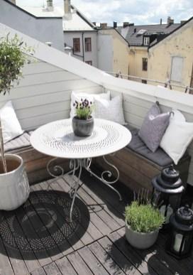 Elegant And Cozy Balcony Ideas08