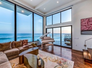 Modern Beach House Ideas21