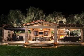Traditional Porch Decoration Ideas17
