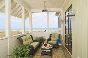 Traditional Porch Decoration Ideas20