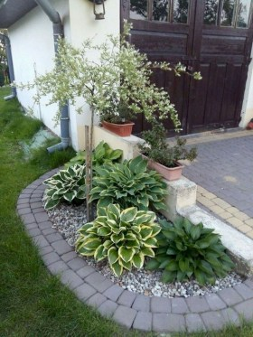 Beautiful Simple Front Yard Landscaping Design Ideas07