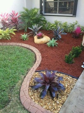 Beautiful Simple Front Yard Landscaping Design Ideas36