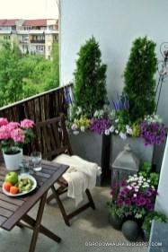 Cozy And Beautiful Green Balcony Ideas02