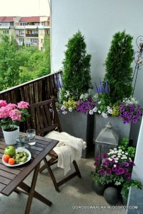 Cozy And Beautiful Green Balcony Ideas02