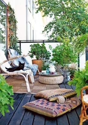 Cozy And Beautiful Green Balcony Ideas06