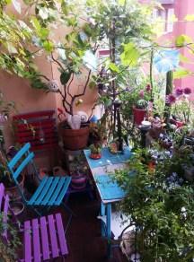 Cozy And Beautiful Green Balcony Ideas14
