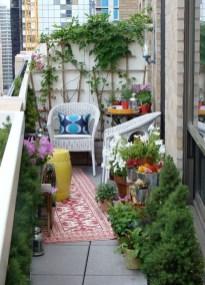 Cozy And Beautiful Green Balcony Ideas21