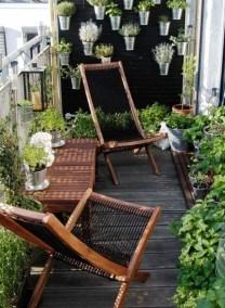 Cozy And Beautiful Green Balcony Ideas40