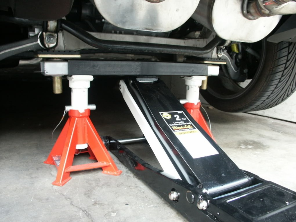 Vehicle Safely with a Floor Jack