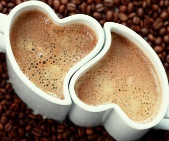 heart-shaped-coffee-mugs-640x533
