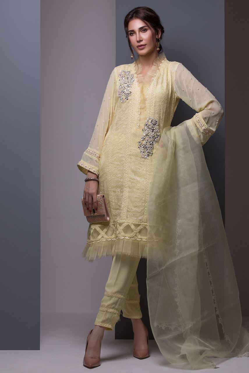 Simple Mehndi Outfit for Pakistnai Wedding
