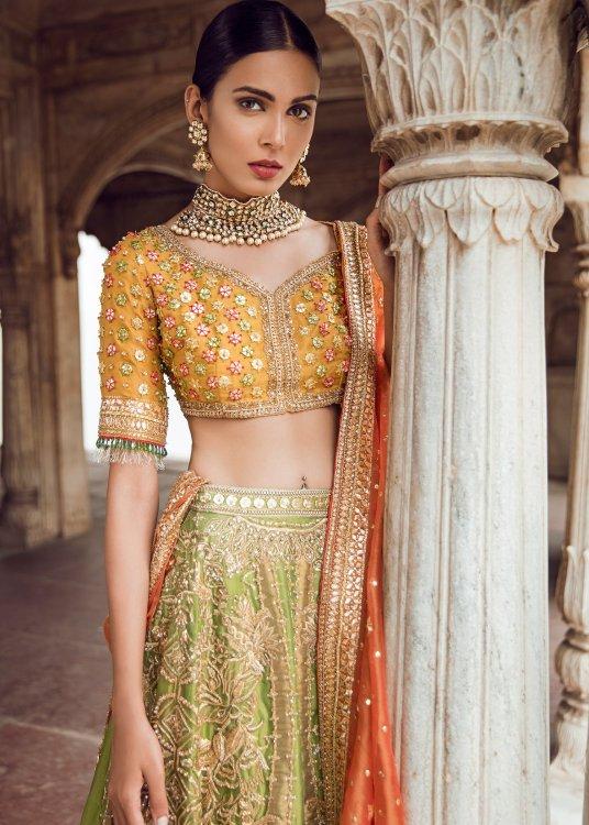 dresses for bride for mehndi function