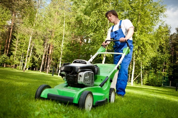 choosing-the-best-walk-behind-mower-for-hills