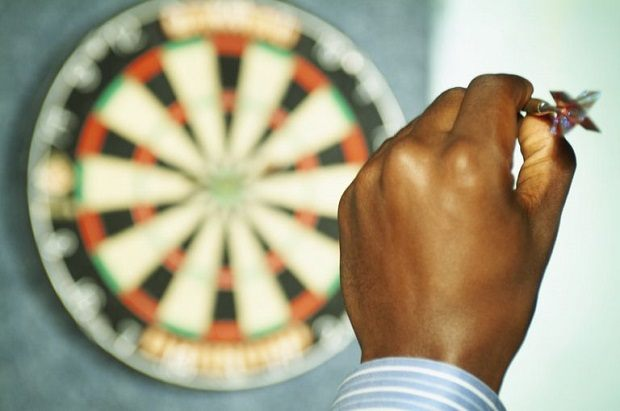 how-to-throw-darts-with-precision2
