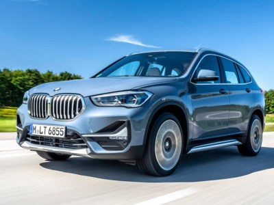 2022 BMW X1 front view