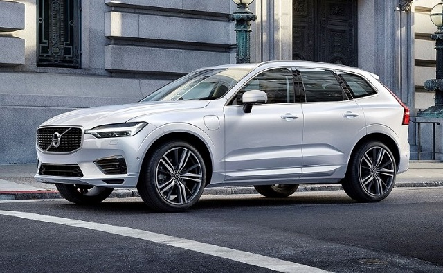 2022 Volvo XC60 side view