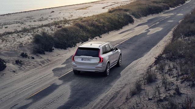 2022 Volvo XC90 rear view