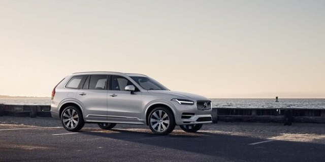2022 Volvo XC90 side view