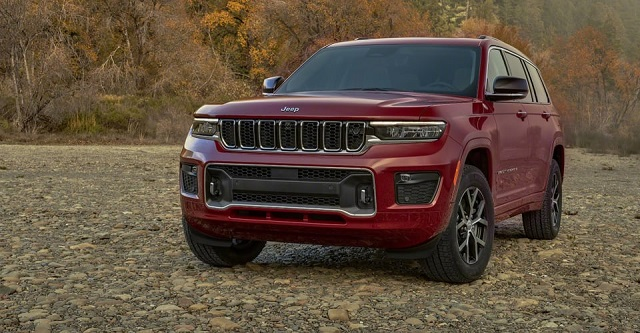 2022 Jeep Grand Cherokee Trackhawk front view