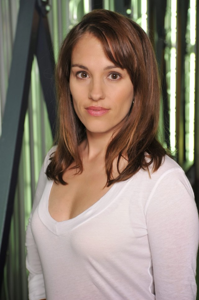Amy Jo Johnson Cleavage