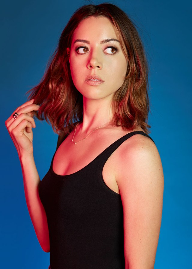 75+ Hot Pictures Of Aubrey Plaza - Lenny Busker In Legion