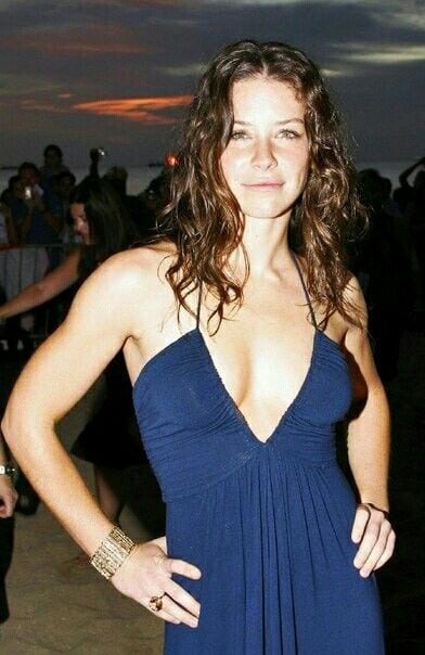 Evangeline Lilly Cleavage