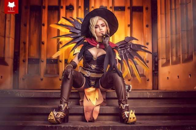 Mercy Hot Cosplay