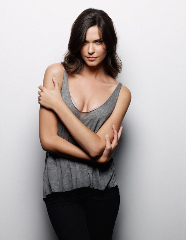 Odette Annable Sexy Cleavage