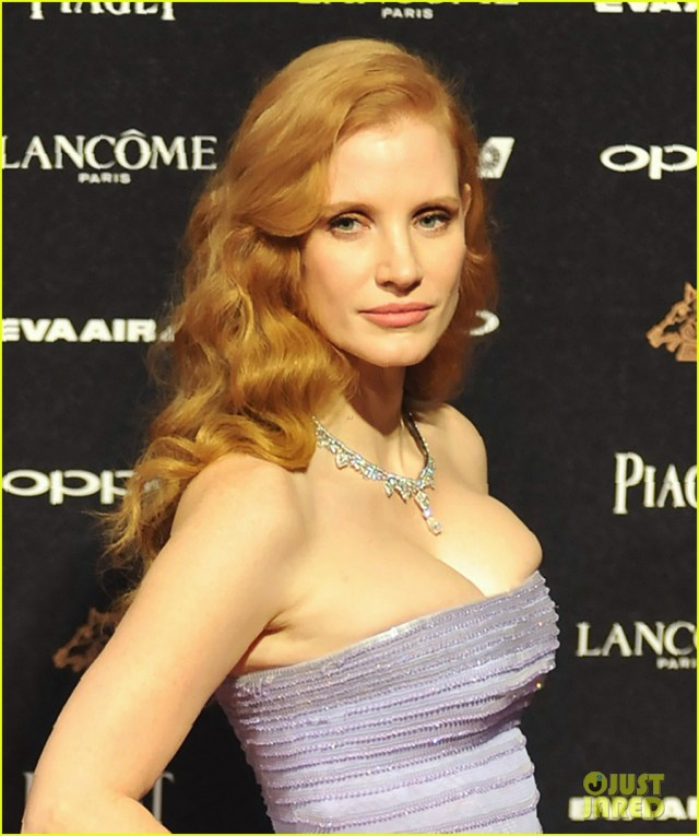 Jessica Chastain Sexy Outfit