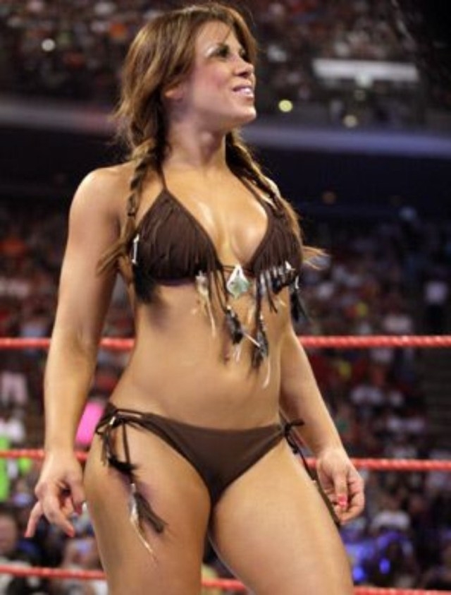 Mickie James Bikinii Hot