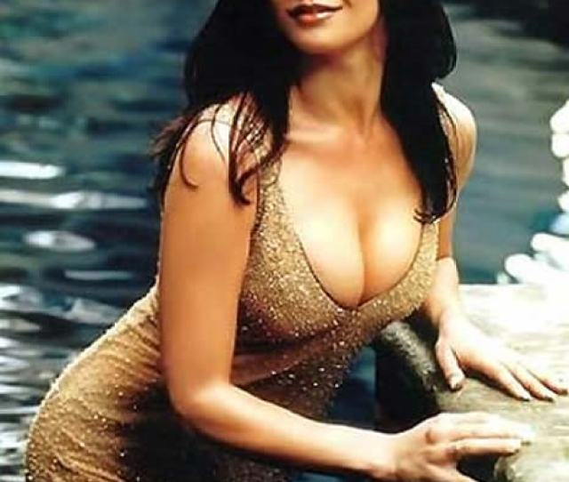 Hot Pictures Of Catherine Zeta Jones Are Here To Hypnotise You