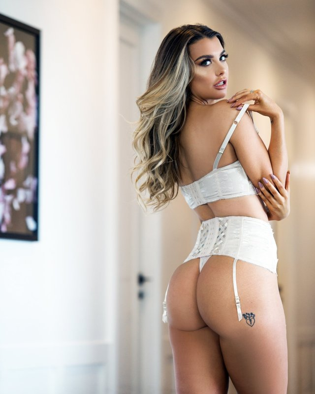 emily sears sexy booty