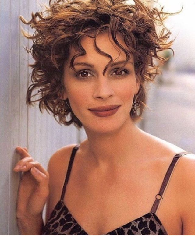 julia roberts hot cleavage