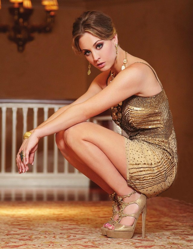 kaley cuoco gorgeous